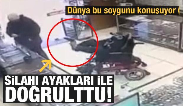 Tekerlekli sandalyedeki soyguncu ayaklarıyla silahı kuyumcuya doğrulttu