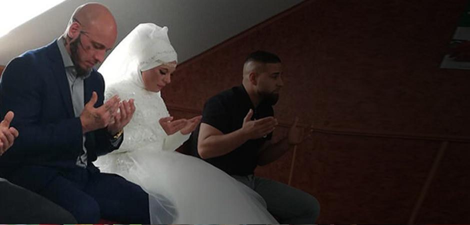İslam'ı seçen Willi Ott'un nişanlısı Mischele da Müslüman oldu