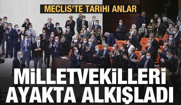Meclis'te tarihi anlar: Milletvekilleri ayakta alkışladı