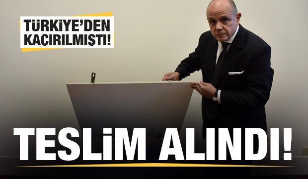 Türkiye'den kaçırılan Lidya dönemine ait kefaret yazıtı teslim alındı