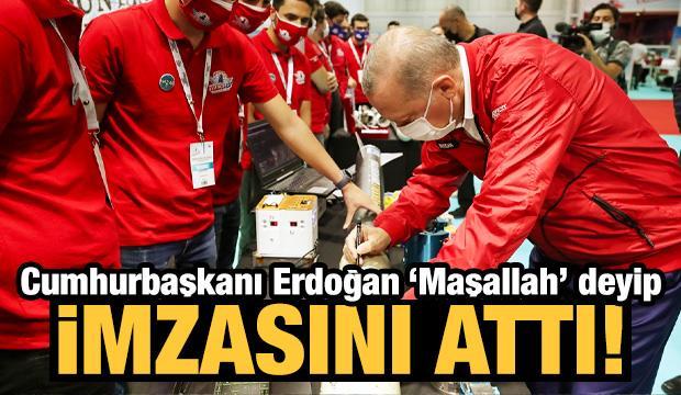 Cumhurbaşkanı Erdoğan Teknofest'te! Hepsini tek tek imzaladı...