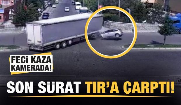 Feci kaza kamerada! Son sürat TIR'a çarptı!