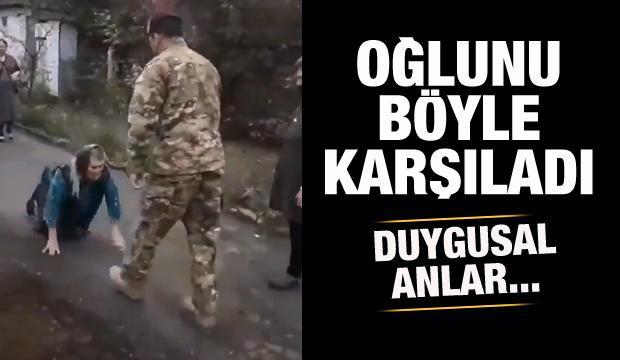 Azerbaycanlı anne, Karabağ'a yolladığı oğlunu ayaklarına kapanarak karşıladı