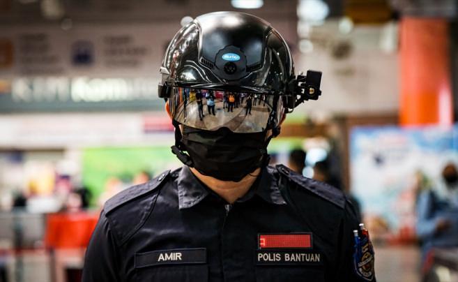Malezya'da ateş ölçmeyi kolaylaştıran kask üretildi