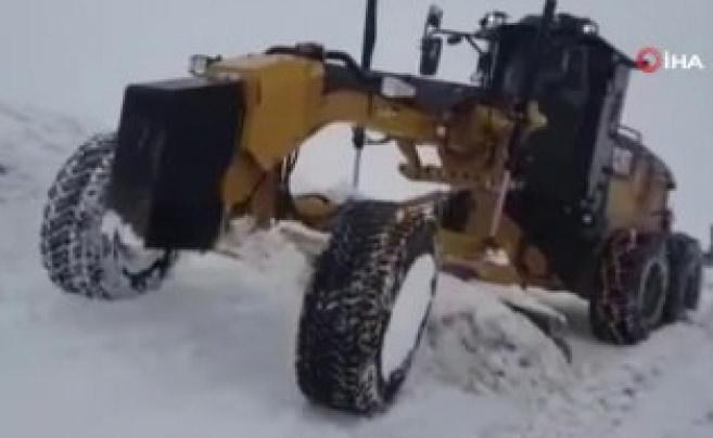 Siirt'te kardan kapanan 12 köy yolu ulaşıma açıldı