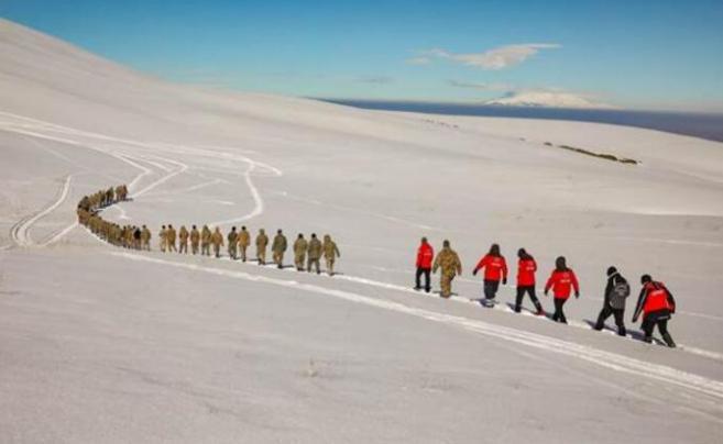 Van'da güvenlik korucularından oluşan 200 kişilik 'çığ timi' kuruldu! 2 metre karda 4 günlük eğitim verildi