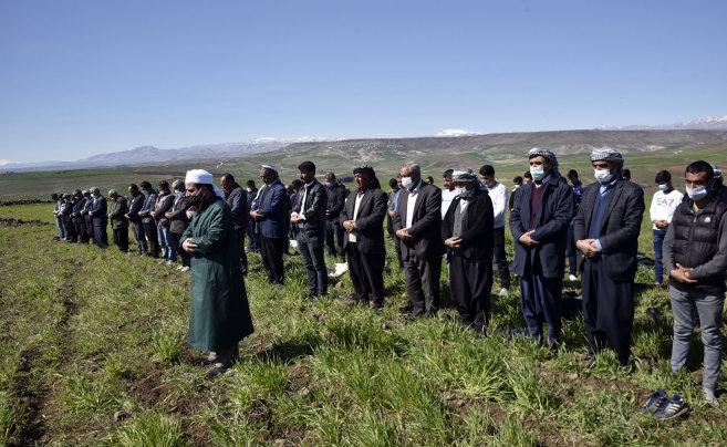 Siverek'te çiftçiler, yağmur duasına çıktı