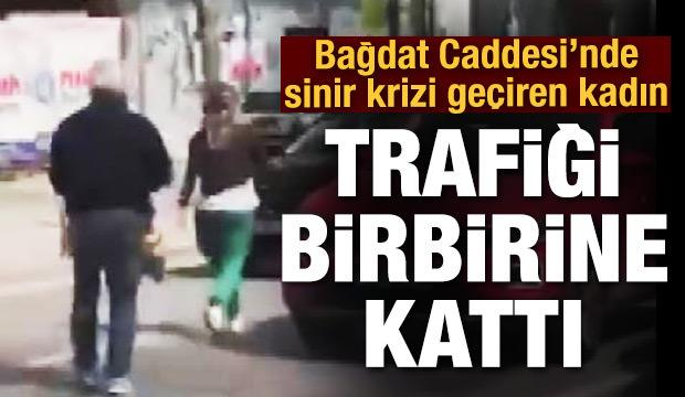 Bağdat Caddesi'nde sinir krizi geçiren kadın trafiği birbirine kattı!
