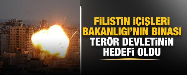 İşgalci İsrail, Filistin İçişleri Bakanlığı binasını vurdu