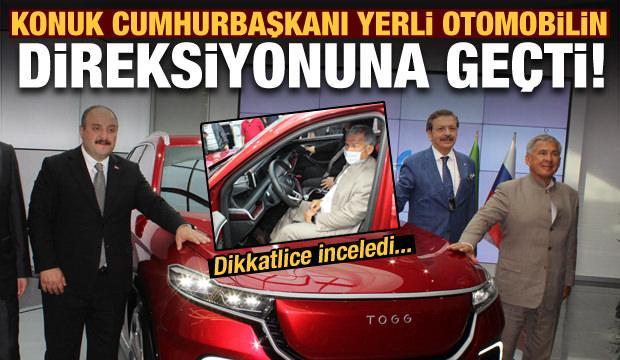 Konuk cumhurbaşkanı yerli otomobilin direksiyonuna geçti!