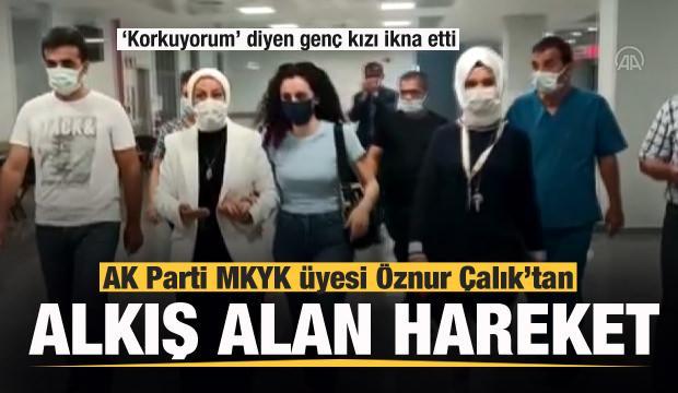 AK Parti MKYK üyesi Öznur Çalık aşıdan korkan genç kızı ikna etti