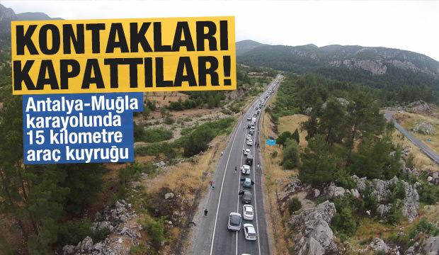 Antalya-Muğla karayolunda 15 kilometre araç kuyruğu