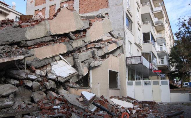 Kontrolsüz yıkıma belediyeden 18 bin 427 lira ceza