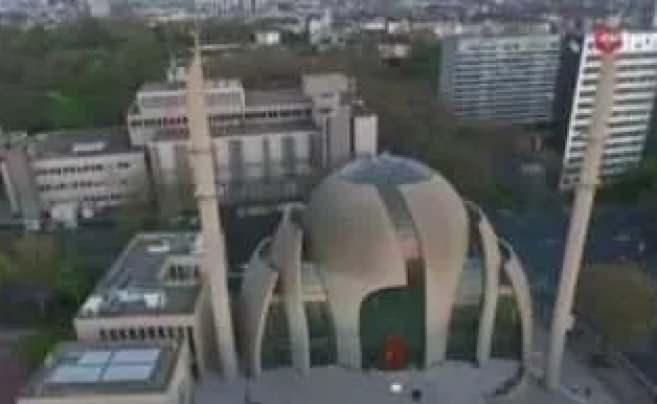 Köln'de açılışını Başkan Erdoğan'ın yaptığı camide ezan ilk kez hoparlörlerden okundu