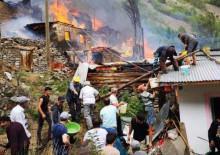 Köyde büyük yangın: 20 ev kullanılamaz hale geldi